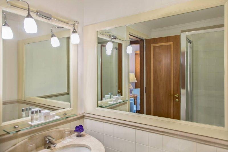 Renaissance Naples Hotel Mediterraneo-Family Superior Guest Bathroom<br/>Image from Leonardo