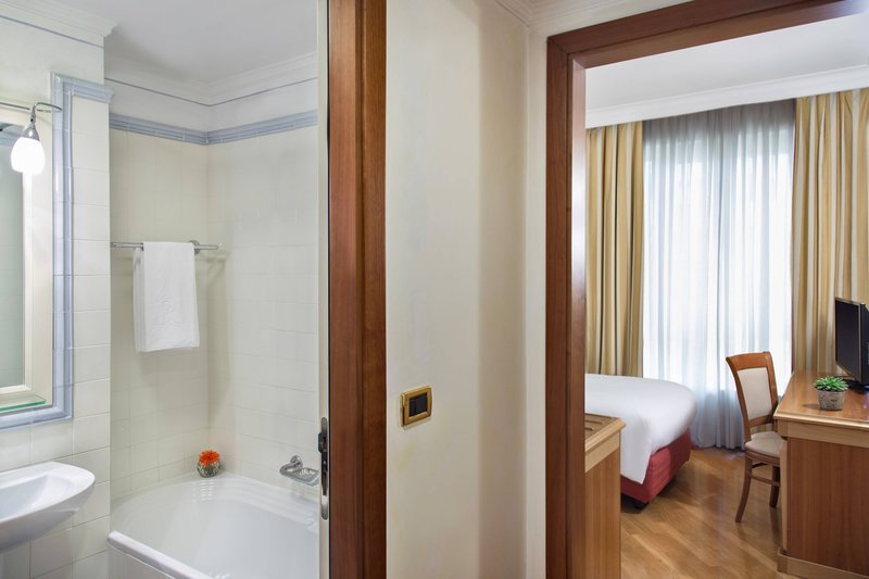 Renaissance Naples Hotel Mediterraneo-Classic Guest Room<br/>Image from Leonardo