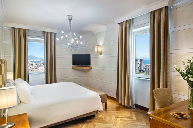 Renaissance Naples Hotel Mediterraneo-Presidential Suite - Bedroom<br/>Image from Leonardo