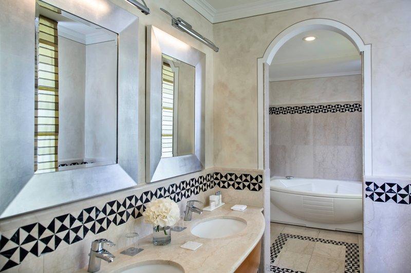 Renaissance Naples Hotel Mediterraneo-Presidential Suite - Bathroom<br/>Image from Leonardo