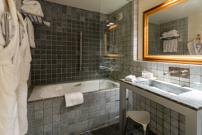 Autograph Collection L'Hermitage Gantois-Superior Guest Bathroom<br/>Image from Leonardo