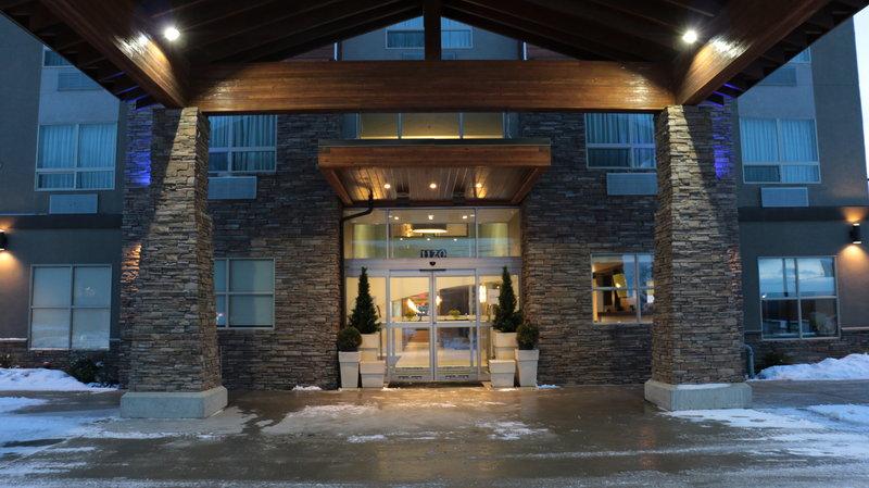 Holiday Inn Express Golden-Kicking Horse-Entrance<br/>Image from Leonardo