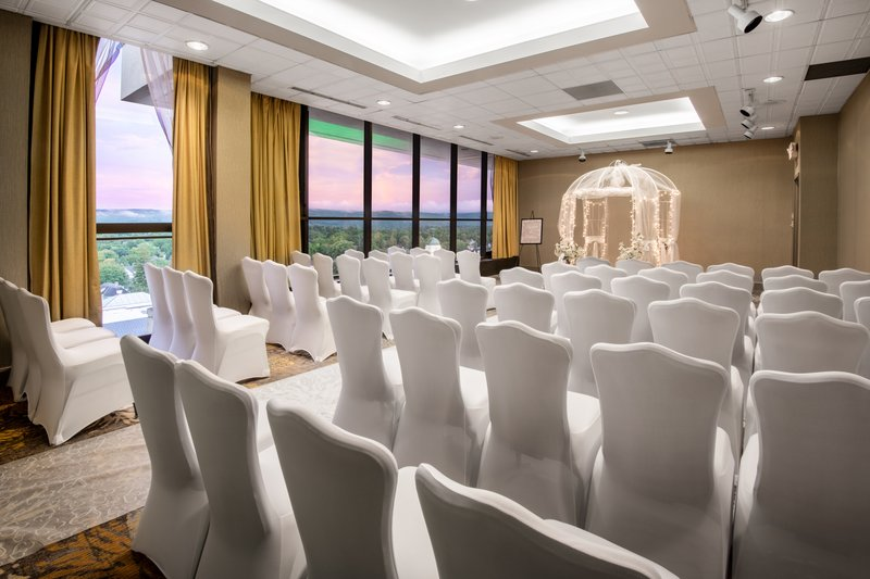 Crowne Plaza Pittsfield-Berkshires-Special Events - Wedding Ceremony<br/>Image from Leonardo