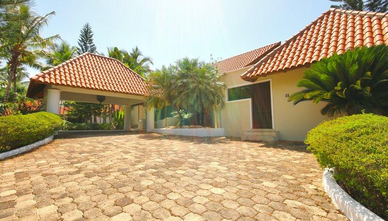 Casa De Campo - Villa Del Caribe Classic 4 Bedroom Entrance <br/>Image from Leonardo
