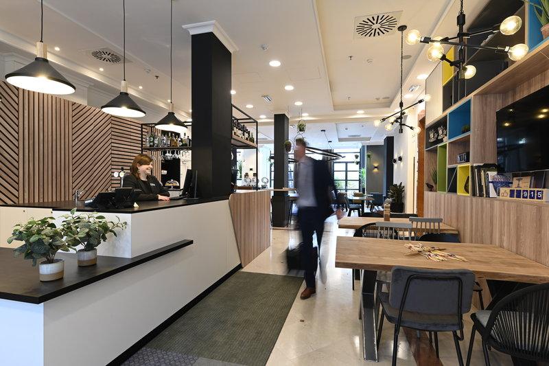 Holiday Inn Brussels - Schuman-Front Desk : Welcome in Holiday Inn Brussels Schuman<br/>Image from Leonardo