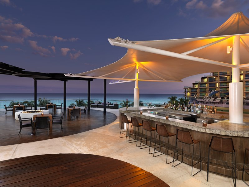 Hard Rock Cancun - HRHCancun Upper Pool Bar V <br/>Image from Leonardo