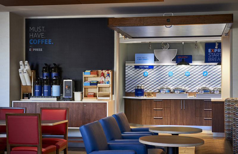 Holiday Inn Express And Suites West Omaha - Elkhorn-Breakfast Bar<br/>Image from Leonardo