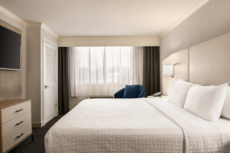Crowne Plaza Philadelphia - King of Prussia-Our King Suite offers separate living space and guestroom.<br/>Image from Leonardo