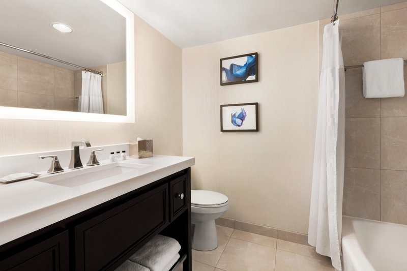 Crowne Plaza Philadelphia - King of Prussia-Mobility accessible bathroom with tub<br/>Image from Leonardo