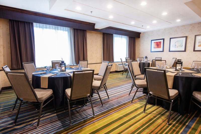 Holiday Inn Airport West Earth City-Banquet Room<br/>Image from Leonardo