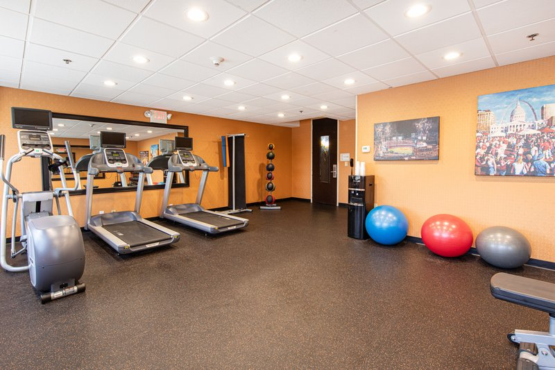 Holiday Inn Airport West Earth City-Fitness Center<br/>Image from Leonardo