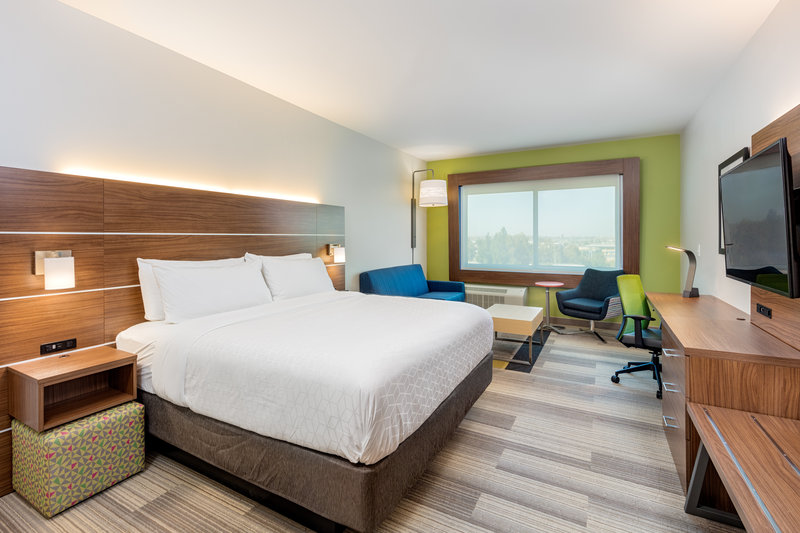 Holiday Inn Express And Suites Moreno Valley Riverside-King Suite<br/>Image from Leonardo