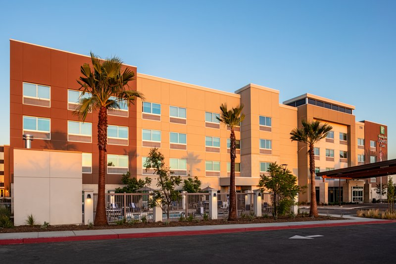 Holiday Inn Express And Suites Moreno Valley Riverside-Hotel Exterior<br/>Image from Leonardo