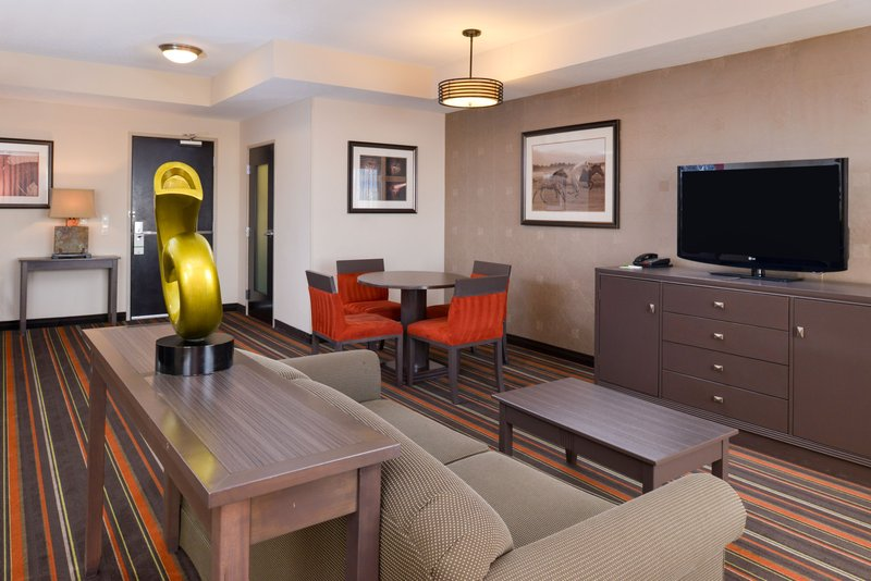 Holiday Inn Amarillo West Medical Center-Presidential Suite<br/>Image from Leonardo