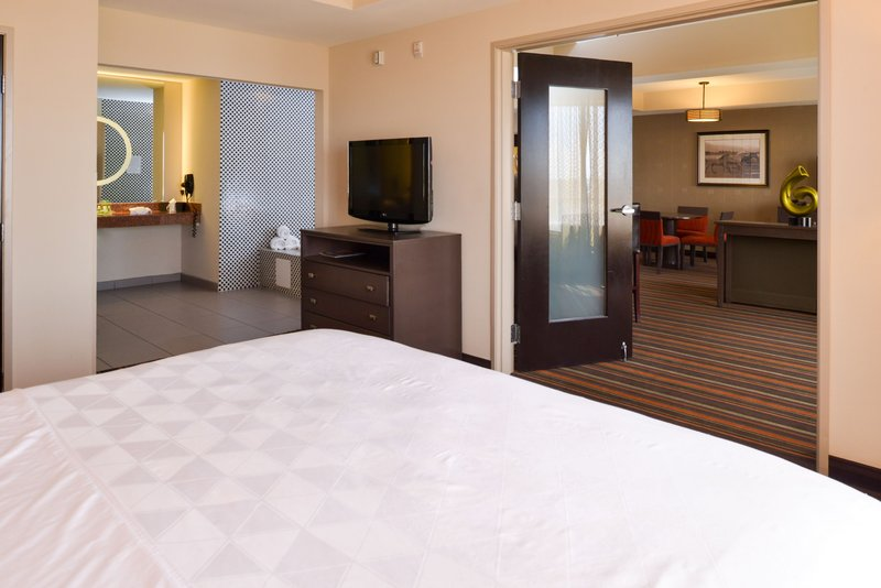 Holiday Inn Amarillo West Medical Center-Our Presidential Suite has everything you need for a great night.<br/>Image from Leonardo