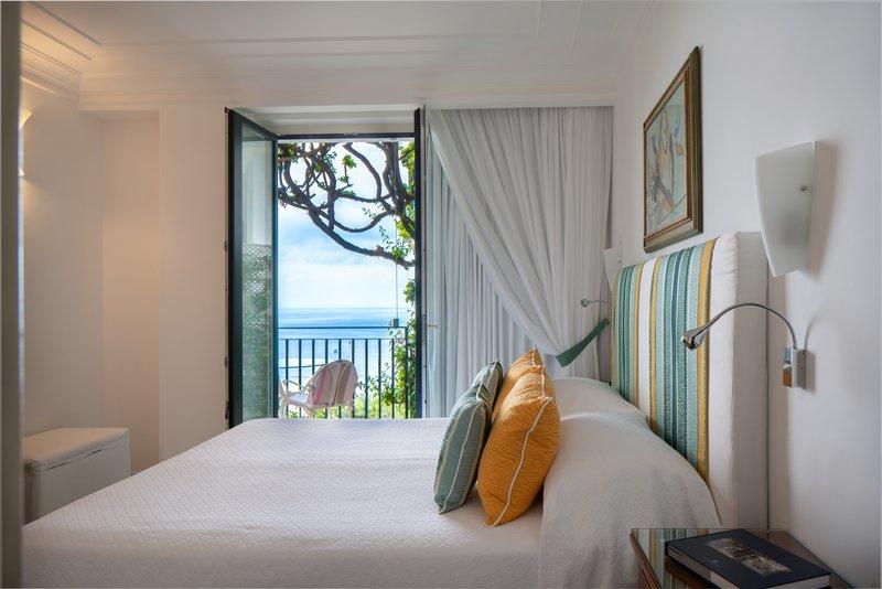 Santa Caterina Hotel-bedroom<br/>Image from Leonardo