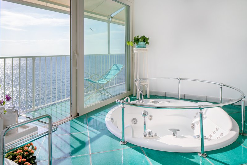 Santa Caterina Hotel-Follia Amalfitana suite<br/>Image from Leonardo