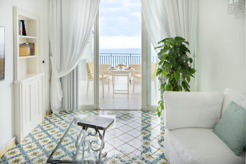 Santa Caterina Hotel-living room<br/>Image from Leonardo