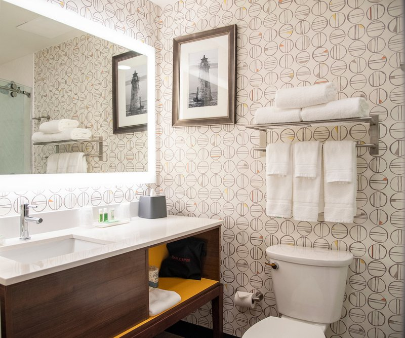 Holiday Inn Hotel And Suites Savannah Airport Pooler-Guest Bathroom<br/>Image from Leonardo