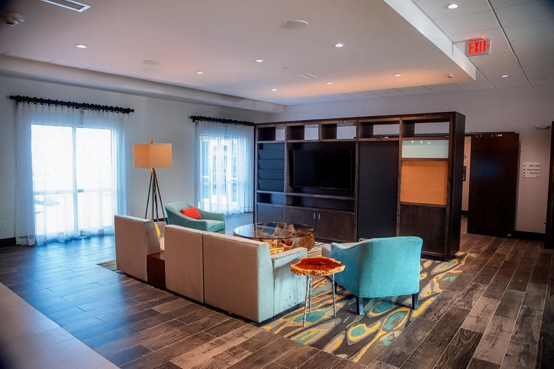 Holiday Inn Hotel And Suites Savannah Airport Pooler-Lobby Lounge<br/>Image from Leonardo