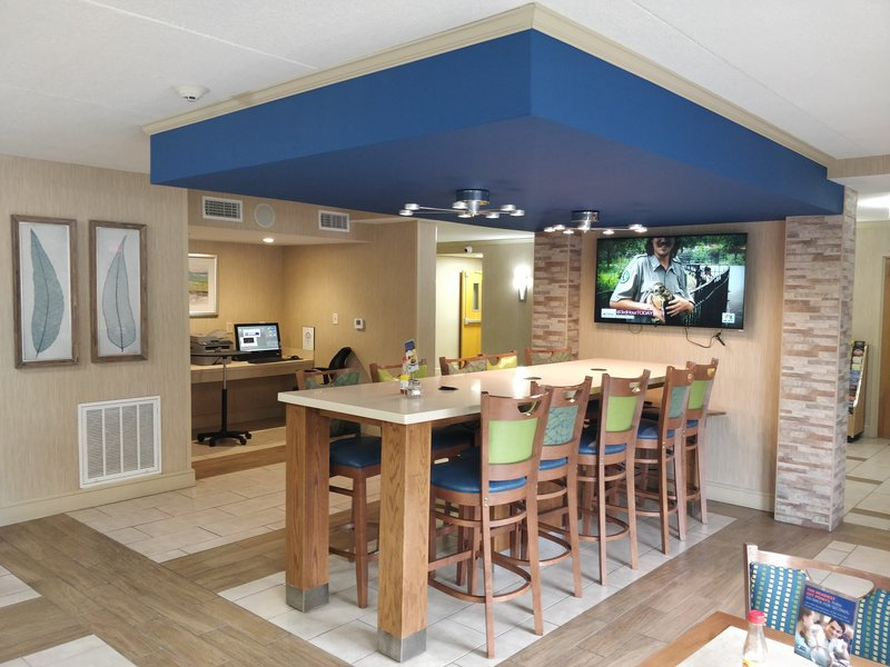 Holiday Inn Express Roanoke-Civic Center-Guest Dining Lounge<br/>Image from Leonardo