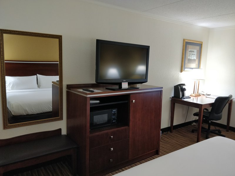 Holiday Inn Express Roanoke-Civic Center-King Bed Guest Room<br/>Image from Leonardo