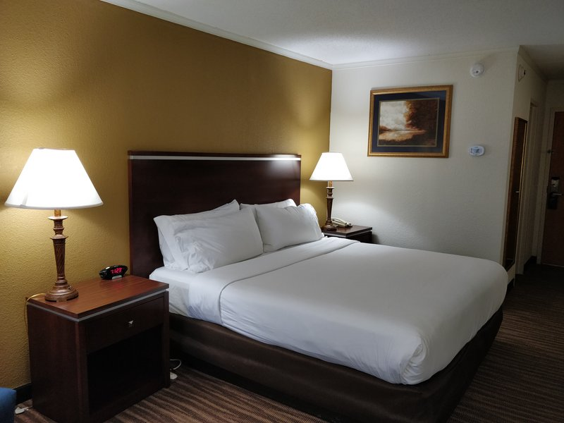 Holiday Inn Express Roanoke-Civic Center-DOUBLE OCCUPANCY ROOM<br/>Image from Leonardo