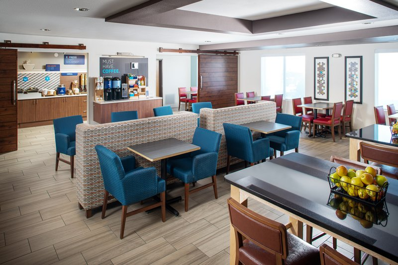 Holiday Inn Express & Suites Bellevue (Omaha Area)-Enjoy our happy hour Mon-Thurs from 5-7 pm!<br/>Image from Leonardo