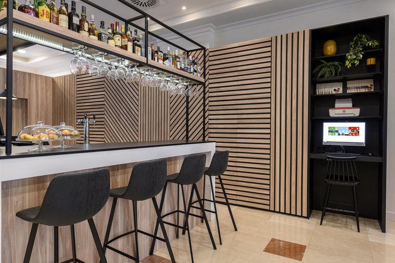 Holiday Inn Brussels - Schuman-Enjoy a drink at the bar<br/>Image from Leonardo