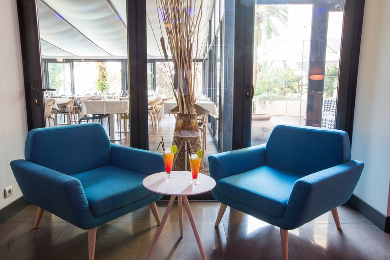 Holiday Inn Cannes-Lobby Lounge<br/>Image from Leonardo