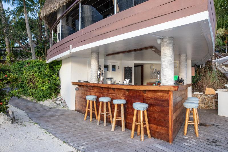Le Meridien Bora Bora - Pool Bar <br/>Image from Leonardo