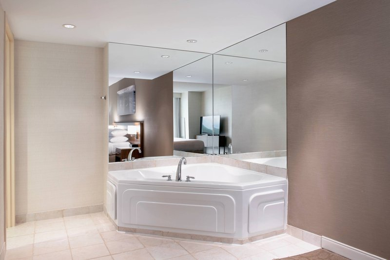 Delta Hotels by Marriott St John's Conference Centre-Guest Room - Jetted Tub<br/>Image from Leonardo