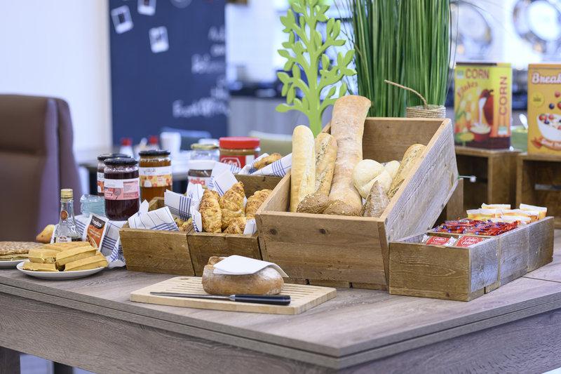 Holiday Inn Brussels - Schuman-American Breakfast Buffet<br/>Image from Leonardo