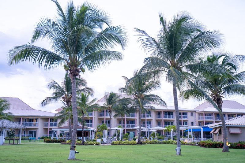 Holiday Inn Resort Grand Cayman-tropical landscaping<br/>Image from Leonardo
