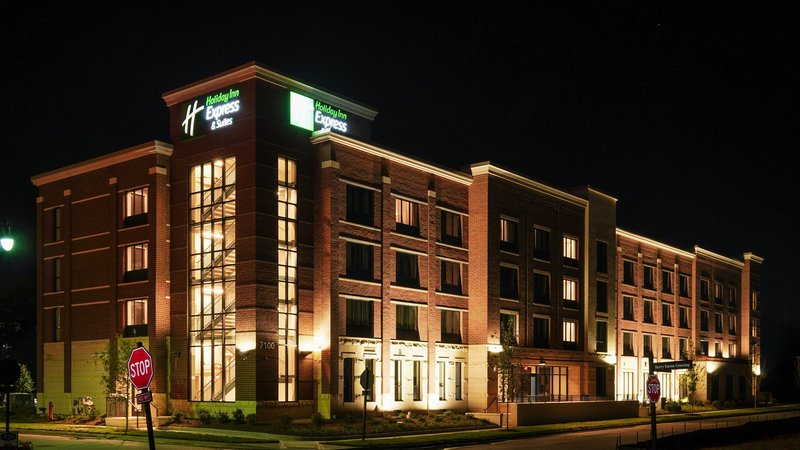 Holiday Inn Express And Suites Nashville Franklin-Night Photo<br/>Image from Leonardo