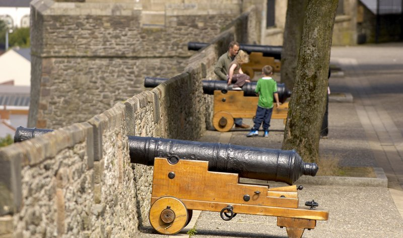 Holiday Inn Express Derry Londonderry-Walk around the historic Derry-Londonderry walls<br/>Image from Leonardo