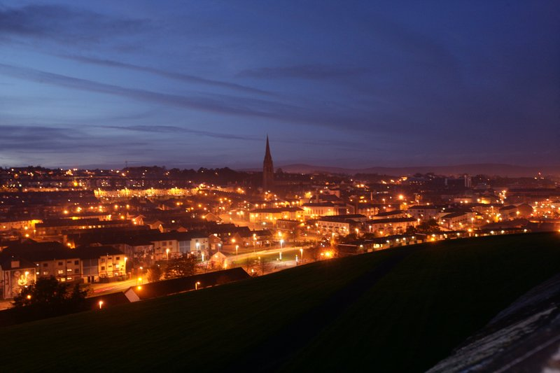 Holiday Inn Express Derry Londonderry-Admire the city at night<br/>Image from Leonardo