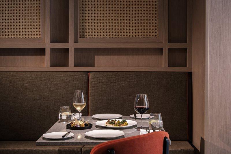 Rosselli AX Privilege-Grain Street Table<br/>Image from Leonardo