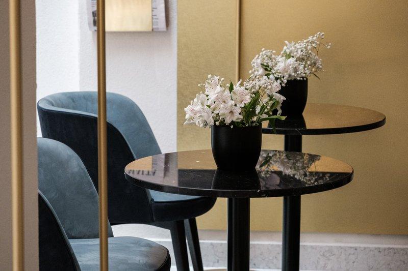 Rosselli AX Privilege-Lounge Seating<br/>Image from Leonardo