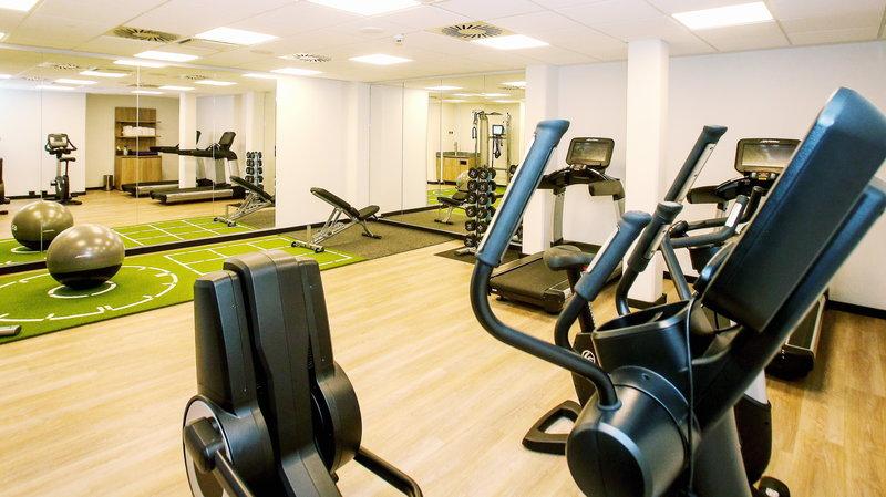 Crowne Plaza Hamburg - City Alst-24 hour fitness room <br/>Image from Leonardo