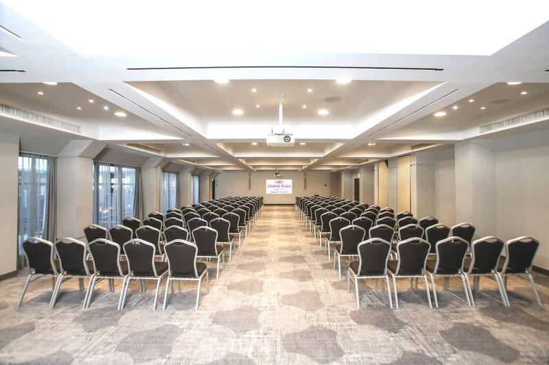 Crowne Plaza Hamburg - City Alst-Conference 6+7<br/>Image from Leonardo