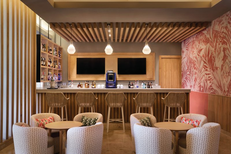 Hilton La Romana, an All Inclusive Adult Rst - Premium Lounge Bar <br/>Image from Leonardo