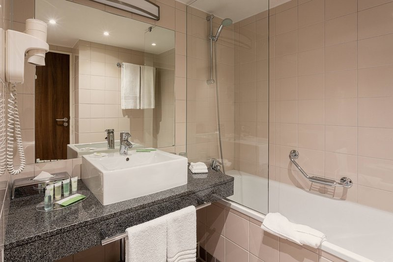 Courtyard Toulouse Airport-Guest Bathroom - Tub/Shower<br/>Image from Leonardo