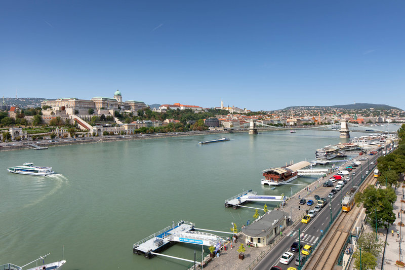 Budapest Marriott Hotel-Guest Room - Buda Castle & Chain Bridge View<br/>Image from Leonardo