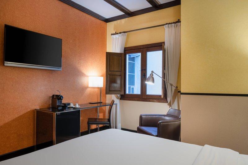 Autograph Collection Hotel Palacio De Santa Paula-Accessible Queen Guest Room<br/>Image from Leonardo