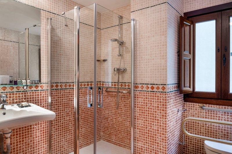 Autograph Collection Hotel Palacio De Santa Paula-Accessible Queen Bathroom<br/>Image from Leonardo