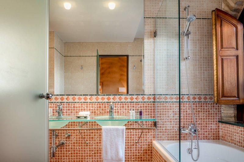 Autograph Collection Hotel Palacio De Santa Paula-Superior King - Bathroom<br/>Image from Leonardo