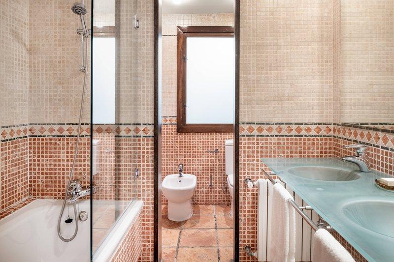 Autograph Collection Hotel Palacio De Santa Paula-Superior Terrace King - Bathroom<br/>Image from Leonardo
