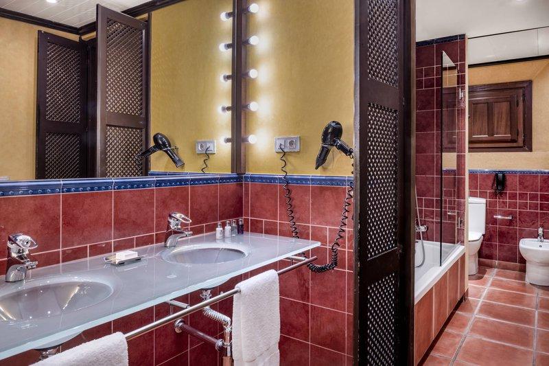 Autograph Collection Hotel Palacio De Santa Paula-Superior Twin/Twin - Bathroom<br/>Image from Leonardo