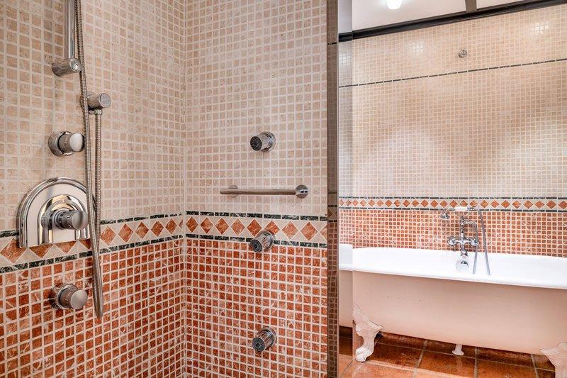 Autograph Collection Hotel Palacio De Santa Paula-Bishops Suite - Bathroom<br/>Image from Leonardo